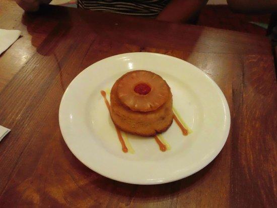 Kona Cafe: Pineapple upside down cake