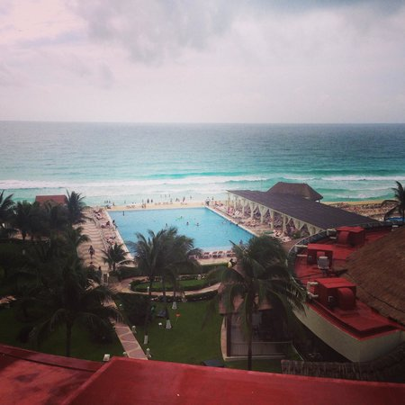 Crown Paradise Club Cancun: View from our balcomy!