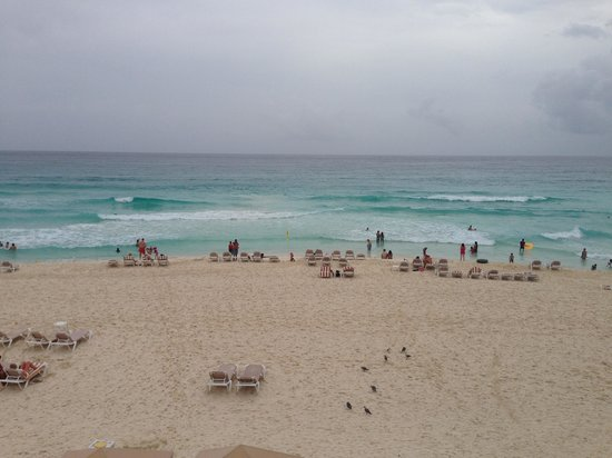 Crown Paradise Club Cancun: The ocean at the resort