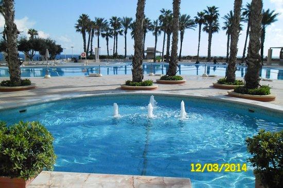 Hilton Malta: nice pools