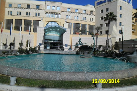 Hilton Malta: entrance from the street