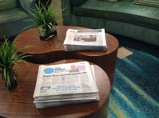 SpringHill Suites Las Cruces: Complimentary daily newspapers in Lobby
