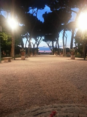 Hotel Aventino: park nearby