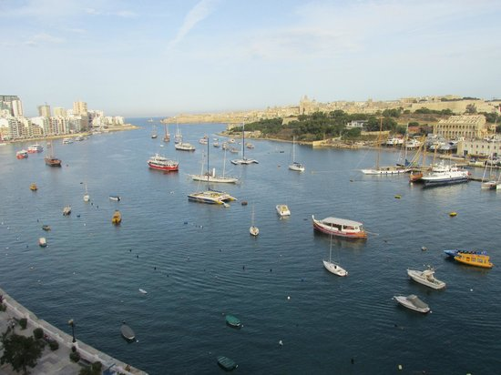 The Waterfront Hotel: Looking accross the harbour towards Valletta