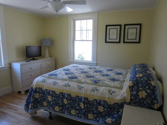 Shore Hills Campground : Bedroom #1 at rental home