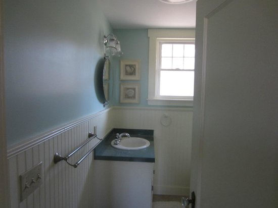 Shore Hills Campground: Bathroom at rental home
