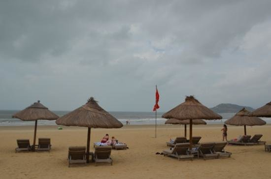 Four Points by Sheraton Shenzhou Peninsula Resort: пляж