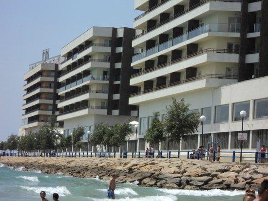 Hotel Spa Porta Maris & Suites del Mar : Vista del hotel desde la playa del Postiguet