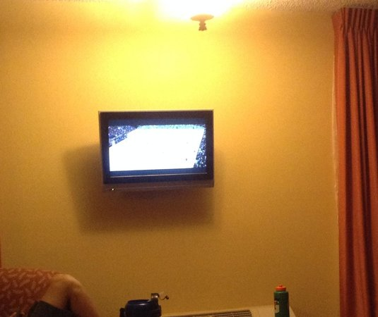 Laguna Hills Lodge: Super tiny TV