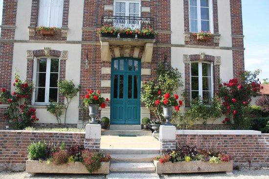 Le Saule Fleuri : la façade où l'on vous accueille