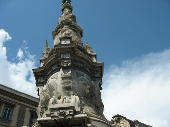 Centro Storico : Obelisco di Piazza del Gesù Nuovo