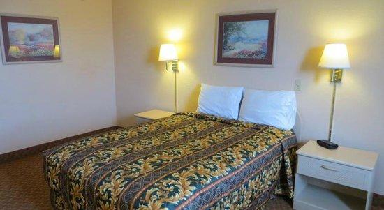 Days Inn Princeton: Double bed