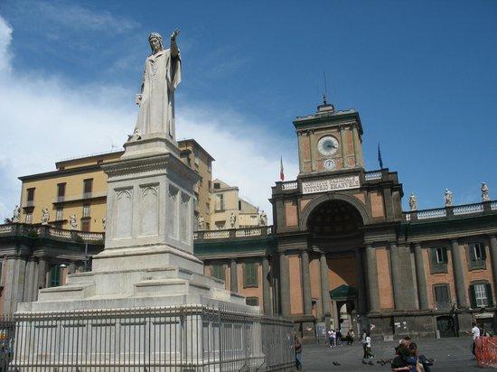 Centro Storico : Piazza Dante