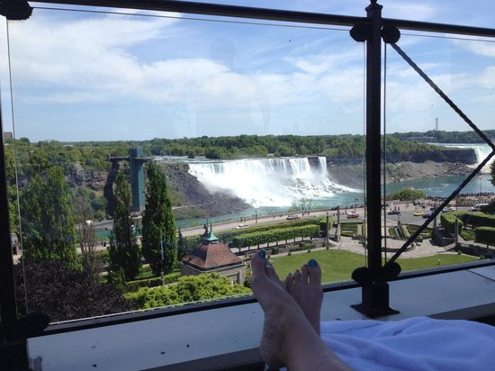 Sheraton on the Falls : Sunning myself, what a view!