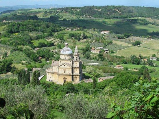 Osteria del Borgo: Iglesia de San Bagio