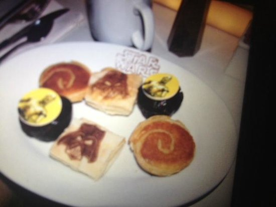 Sci-Fi Dine-In Theater: Star wars pastries for starters :)