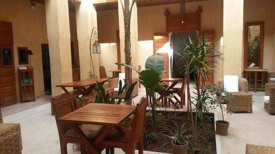 Al Ksar Riad & Spa : Breakfast area