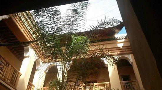 Al Ksar Riad & Spa : View from inside looking up