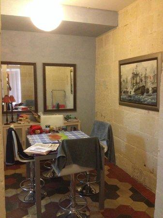 V.B. Apartments: Dining room