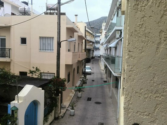 Amuse Hotel: Вид на горы, рядом из центральной улицей Херсонисоса
