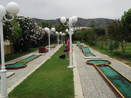 Atrium Palace Thalasso Spa Resort & Villas : mini golf
