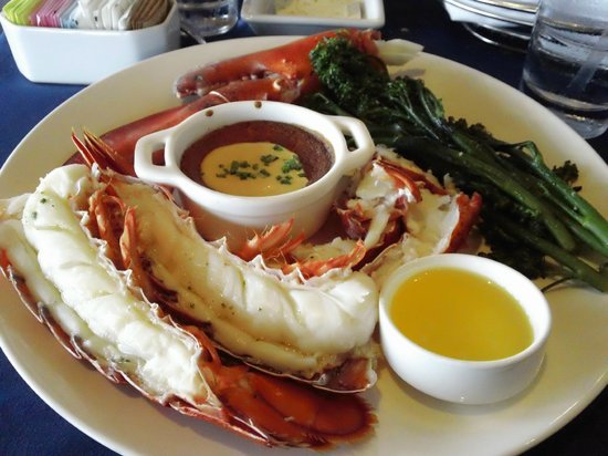 Narcoossee's: Two-pound steamed maine lobster