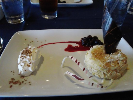 Narcoossee's: Almond-crusted cheesecake(Absolutely fantastic)