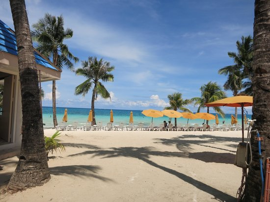 Henann Regency Resort & Spa: White sandy beach