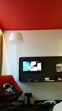 Park Inn by Radisson Central Tallinn: hotel tv...