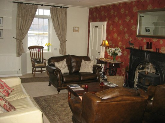 The Strontian Hotel: Relax in our lounge with some good books or local area maps