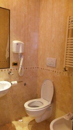Esposizione Hotel: bathroom