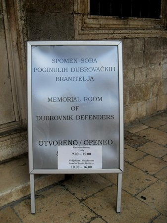 Memorial Room of the Defenders of Dubrovnik : cartel orientador