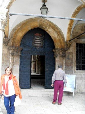 Memorial Room of the Defenders of Dubrovnik : puerta de ingreso