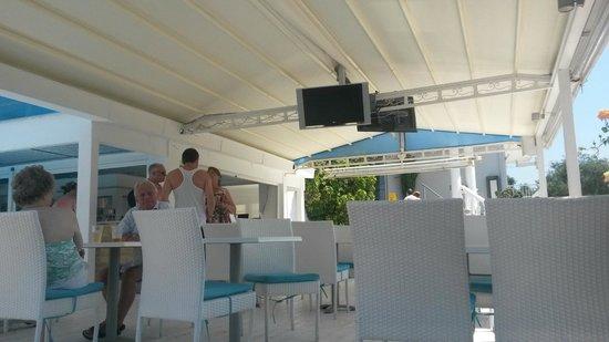 Filoxenia Hotel: Outside bar