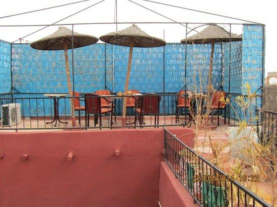 Riad Tarik : Rooftop with paint peeling !