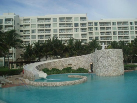 The Westin Lagunamar Ocean Resort: Children's pool slide