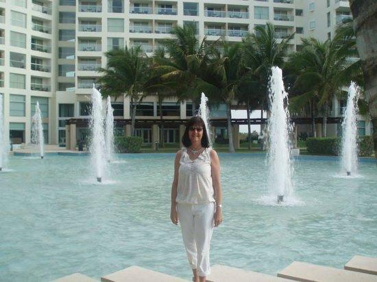 The Westin Lagunamar Ocean Resort Villas & Spa, Cancun: Hotel fountains