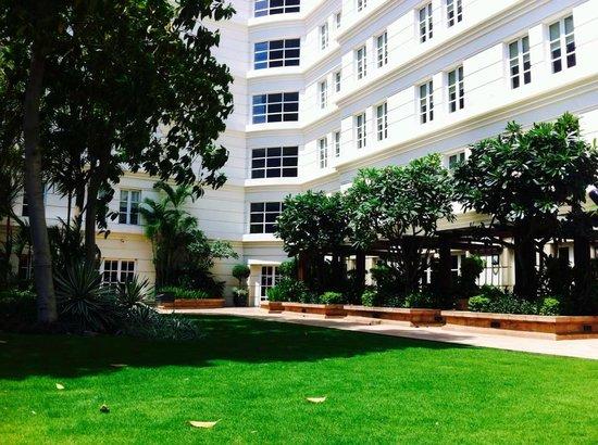 Park Hyatt Saigon: entrance to hotel from pool