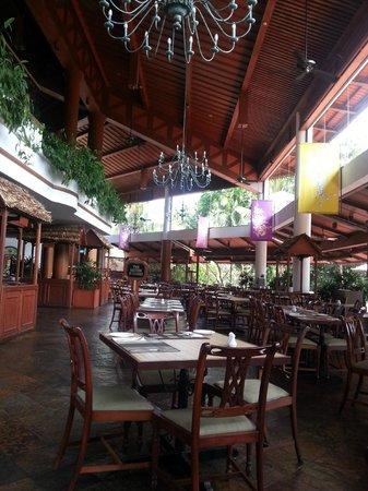 Berjaya Langkawi Resort - Malaysia: Зал для шведских завтраков и ужинов