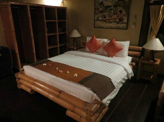 Alam Anda Ocean Front Resort & Spa: Gemütliches Bett