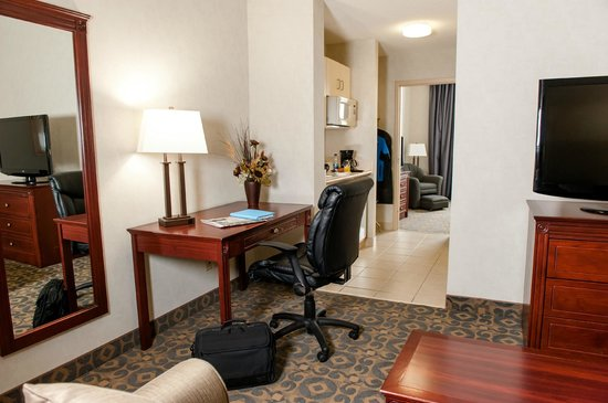 BEST WESTERN Brantford Hotel And Conference Centre: King Mini Suite Walter Gretzky Wing