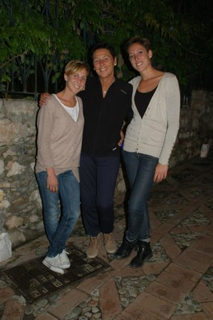 Osteria RossoDiVino : Two sisters and mother!