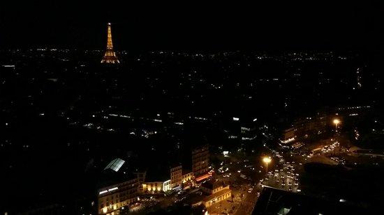 Hyatt Regency Paris Étoile: View of Paris during the night