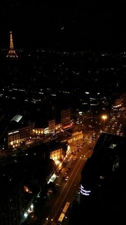 Hyatt Regency Paris Etoile: View of Paris during the night