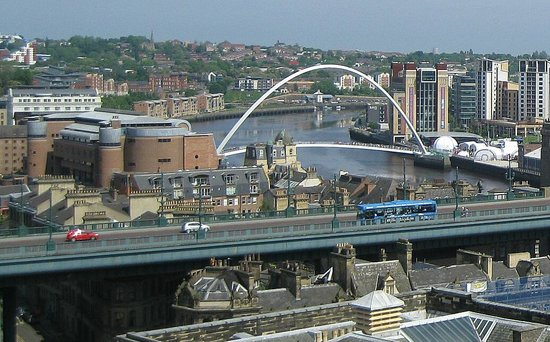 Newcastle Castle : The Gateshead Millennium Bridge