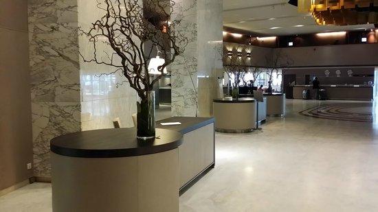 Hyatt Regency Paris Étoile: Lobby area