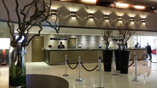 Hyatt Regency Paris Étoile: Reception