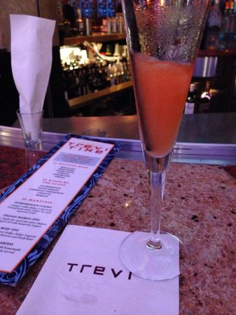 Trevi Italian Restaurant : Happy Hour Bellini