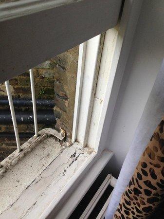 Knaresborough Place Short Stay Apartments: Window 2