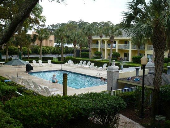 The Beachview Club : view of pool area